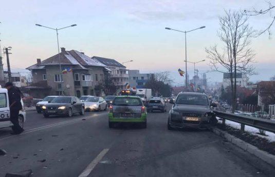 accident-calea-turzii-cluj-11-ianuarie-2-535x363 Circulație blocată în Cluj, pe Calea Turzii, din cauza a două accidente - FOTO  accident-calea-turzii-cluj-11-ianuarie-1-535x345 Circulație blocată în Cluj, pe Calea Turzii, din cauza a două accidente - FOTO