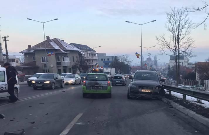Circulație blocată în Cluj, pe Calea Turzii, din cauza a două accidente – FOTO