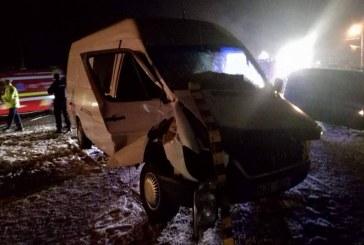 Accident feroviar: Microbuz lovit de tren în Livezile
