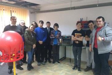 """Proiect de robotică destinat elevilor, în desfășurare la Colegiul Național """"Andrei Mureșanu"""" Dej – FOTO"""