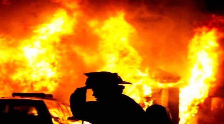 incendiu-flacari-pompieri-min