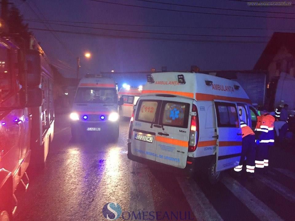 Grav accident în Bucea. Două autoturisme s-au ciocnit frontal