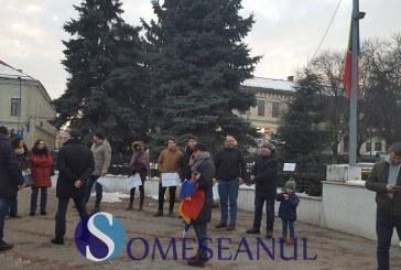 VIDEO – Dejul s-a trezit. Protest în Piața Bobâlna față de măsurile Guvernului PSD-ALDE