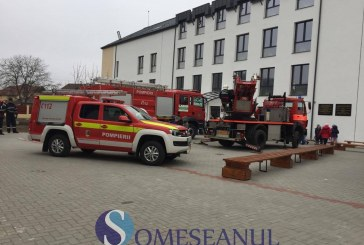 Alarmă de incendiu la Liceul Maghiar din Gherla – VIDEO
