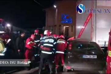 Grav accident în municipiul Bistrița. O mașină s-a izbit de un TIR – VIDEO