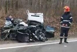 Accident teribil pe DN 1C. Două mașini s-au făcut ghem de fiare – VIDEO