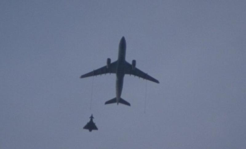 avion interceptat avioane de lupta