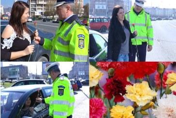 """Înarmați cu buchete de garoafe, polițiștii maramureșeni au trecut la """"sancționat"""" șoferițele"""