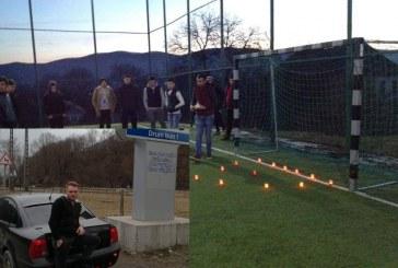 Lacrimi și durere pe terenul de fotbal. Ceremonie în memoria tânărului decedat aseară în accidentul de la Câțcău