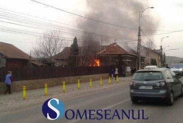 Incendiu la o casă din Apahida. Mai multe autospeciale de pompieri au intervenit la fața locului – VIDEO