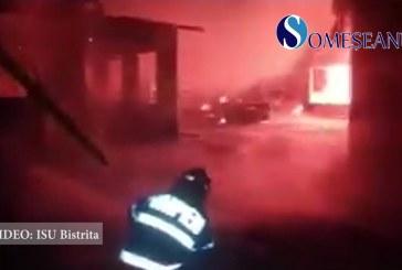 Incendiu violent în Dumitra. O casă a fost făcută scrum – VIDEO