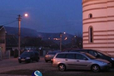 Incendiu de amploare la ieșire din Gherla spre Fizeșu Gherlii – VIDEO