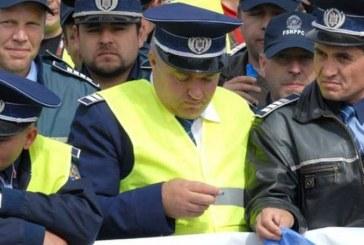 Protest al polițiștilor la Cluj. Agenții cer majorarea salariilor și plata sporurilor – FOTO/VIDEO