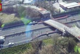 Trei români, răniți în urma prăbuşirii unui pod pe o autostradă din Italia – VIDEO