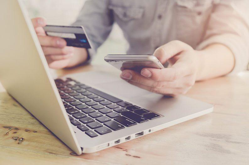 romanii cumpara din online internet