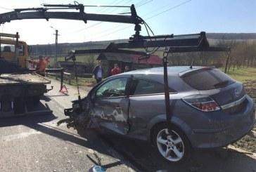 Impact frontal pe DN 1C. Două mașini s-au ciocnit violent la Bunești – FOTO/VIDEO