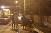 Au intrat cu mașina în stâlp, după o urmărire de mai mulți kilometri – FOTO