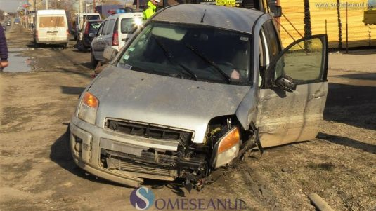 accident masina stalp dej