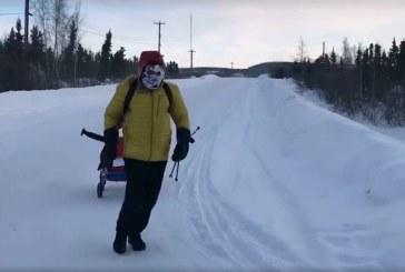 """Tibi Uşeriu, singurul român participant la cel mai greu maraton de pe planetă, conduce detaşat în competiţia """"6633 Arctic Ultra"""", cu un avans de 12 ore"""
