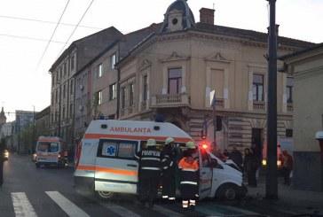 Ambulanță implicată în accident în centrul Clujului. Patru persoane au ajuns la spital – FOTO