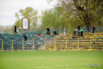Campanie de ecologizare a Stadionului Municipal Dej. O mână de suporteri au curățat tribunele de gunoaie – FOTO/VIDEO