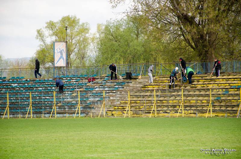 curatenie suporteri stadion dej