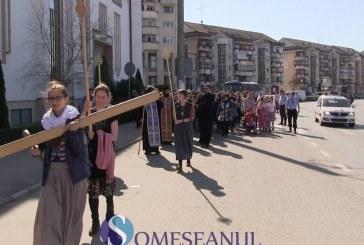 Pelerinajul Tinerilor, pe jos de la Iclod la Mânăstirea Nicula. Peste 700 de pelerini au participat anul acesta  – VIDEO