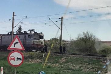Accident feroviar la Jucu. O autobasculantă a fost lovită de un tren – FOTO/VIDEO