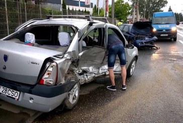 Patru victime în urma unui accident la Cluj-Napoca. Viteza, ploaia și șinele de tramvai, printre cauze – VIDEO