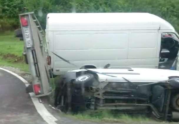 accident izvoru crisului masini rasturnate