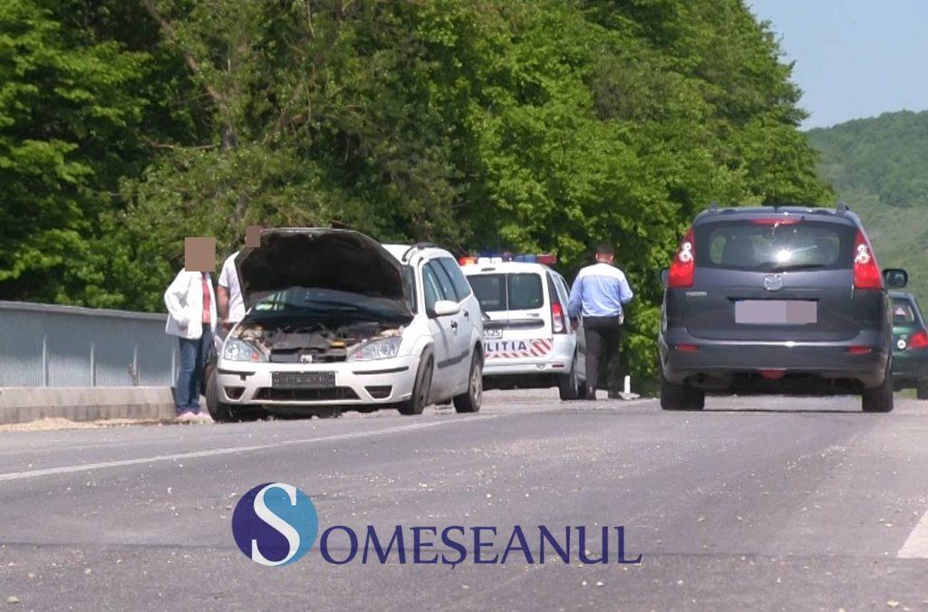 Accident la podul de la Bunești. O mașină s-a răsturnat – VIDEO