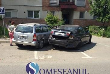 Trei mașini implicate în accident pe strada Victoriei din Gherla – FOTO