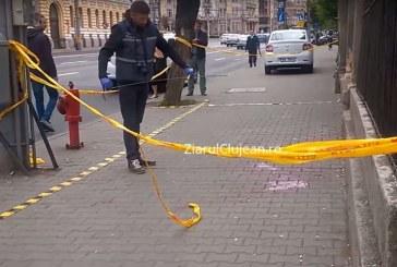 Bărbat înjunghiat în plin centrul Clujului. Agresorul a fost reținut imediat de polițiști – VIDEO