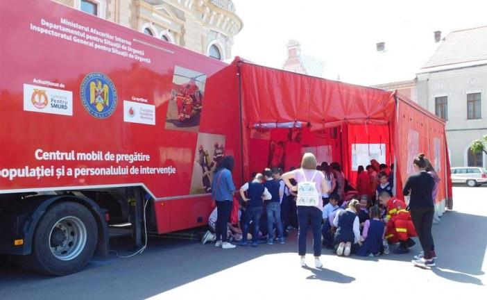 """Elevii dejeni au învățat azi să acorde primul ajutor, în cadrul caravanei ISU Cluj """"Fii pregătit"""" – FOTO/VIDEO"""
