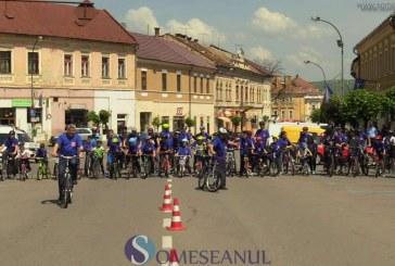 Zeci de bicicliști și multă voie bună au colorat azi atmosfera în centrul Dejului – FOTO/VIDEO