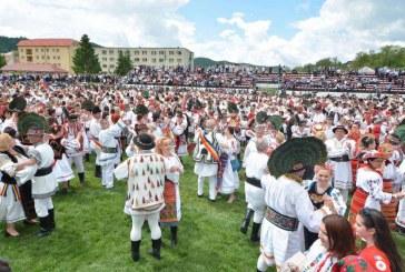 E oficial! Bistrița-Năsăud a intrat în Cartea Recordurilor, prin portul popular și dansurile tradiționale