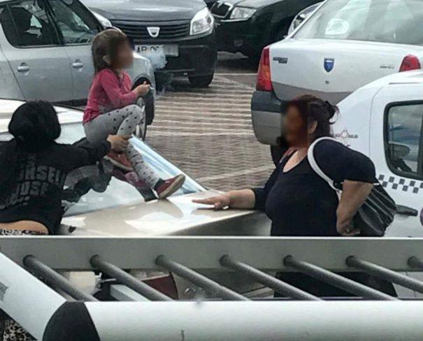 Imagini cu o fetiță fumând, la încurajarea adulților, au devenit virale. Protecția copilului s-a autosesizat