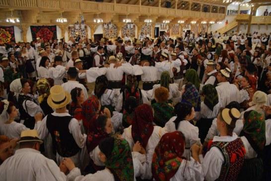 Zilele Maramureşului – Festivalul Nunţilor Tradiţionale a adunat la un loc 1200 de nuntași