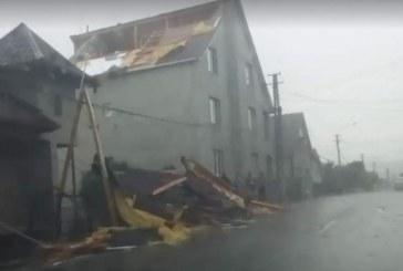 Inundații, copaci căzuți și drumuri blocate, în urma unei vijelii în Bistrița-Năsăud – VIDEO