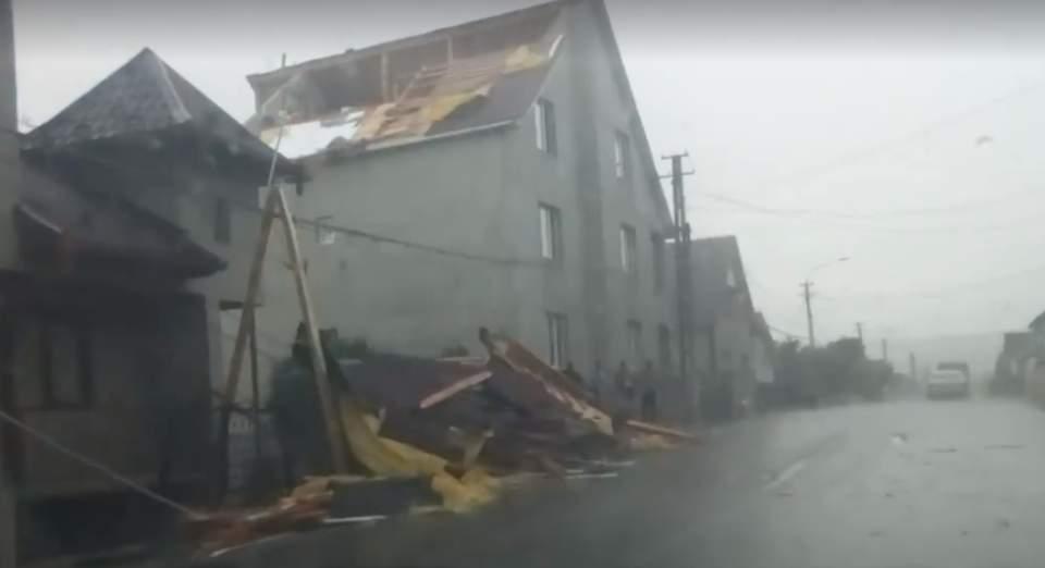 acoperis doborat de furtuna