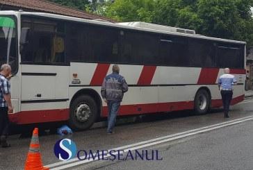 Femeie accidentată de un autobuz pe strada 1 Mai din Dej – FOTO/VIDEO