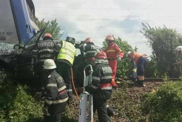 Tragedie în Bistrița. Patru morți și un rănit, după ce mașina în care erau a fost spulberată de tren – FOTO/VIDEO