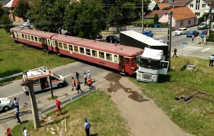 accident feroviar tir lovit de tren