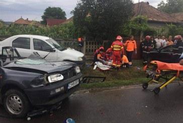 Grav accident la Gherla. Două persoane au rămas încarcerate – FOTO/VIDEO
