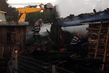 Incendiu criminal la Câțcău. Un bărbat a fost găsit mort