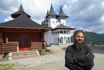 Stareţul Mănăstirii Prislop, părintele Celestin Ceuşan, acuzat că a purtat discuţii cu conţinut homosexual