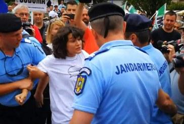 Balamuc la Cluj. După marșul LGBT, o tânără a fost luată pe sus de jandarmi la protestul anti Gay – VIDEO