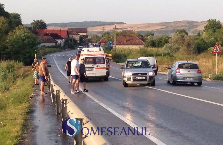 Grav accident pe centură la Gherla. Un motociclist s-a izbit de un parapet – FOTO