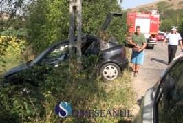 O mașină s-a izbit de un stâlp la Fizeșu Gherlii. O fetiță de 6 ani a ajuns la spital – VIDEO