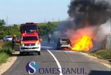 I-a luat mașina foc pe drumul de întoarcere de la mănăstirea Nicula – FOTO/VIDEO
